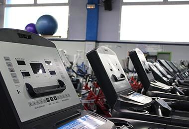 zona cinta de correr gimnasio elche cdalgar